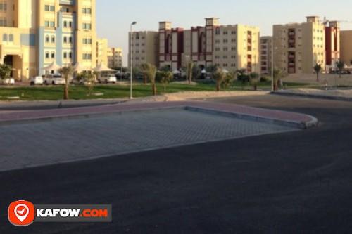محطة حافلات مجمع خالد الرويس السكني